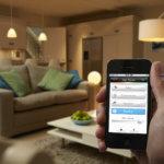 Philips Hue, Smartphone, Wohnzimmer, Sofa, Lampen, Licht, Steuerung