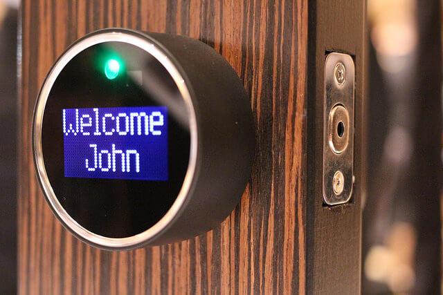 Tür , rundes Gerät, Begrüßung, Türschloss, grünes Licht